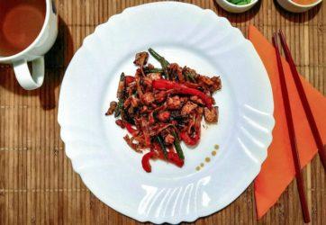 30 min - Makaron ryżowy z tofu, fasolką i papryką 5