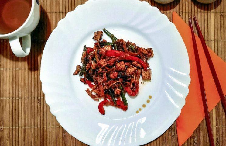 Healthy Food - Makaron ryżowy z tofu, fasolką i papryką 1