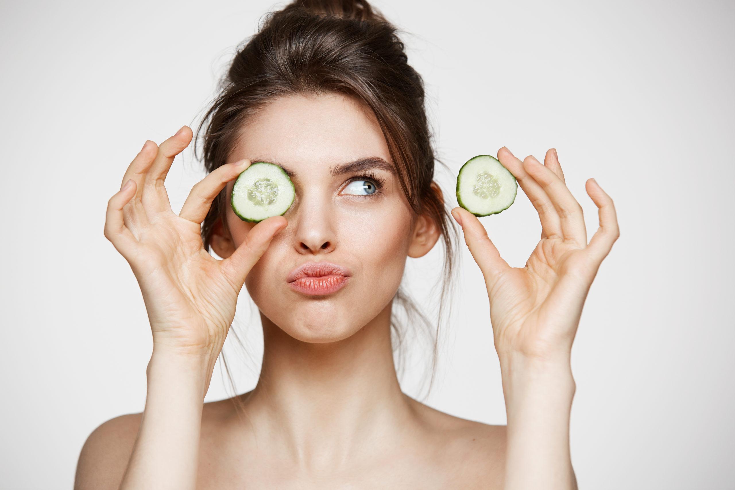 Zdrowie i uroda - Jak wykonać idealny świąteczny makijaż ? 1