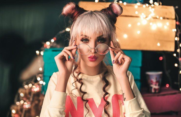 Moda - Makijaż wiosna-lato 2021. Sprawdź jaki make-up będzie hitem wakacji! 1