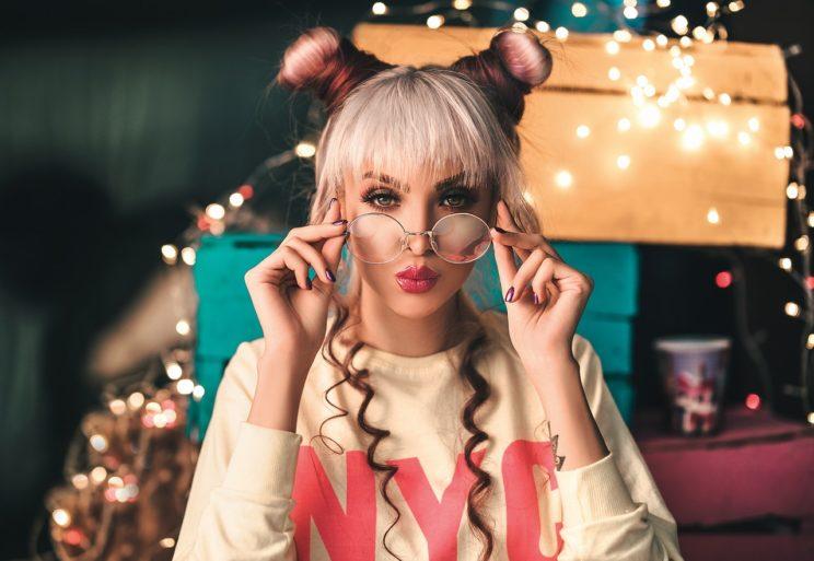Moda - Makijaż wiosna-lato 2021. Sprawdź jaki make-up będzie hitem wakacji! 5