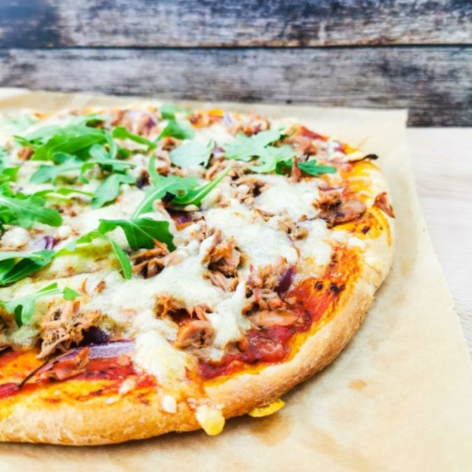 Pozostałe przepisy - Pizza z tuńczykiem na piwnym cieście 1