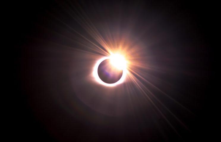 Good Vibes - Nów Księżyca w Bliźniętach i zaćmienie Słońca 1