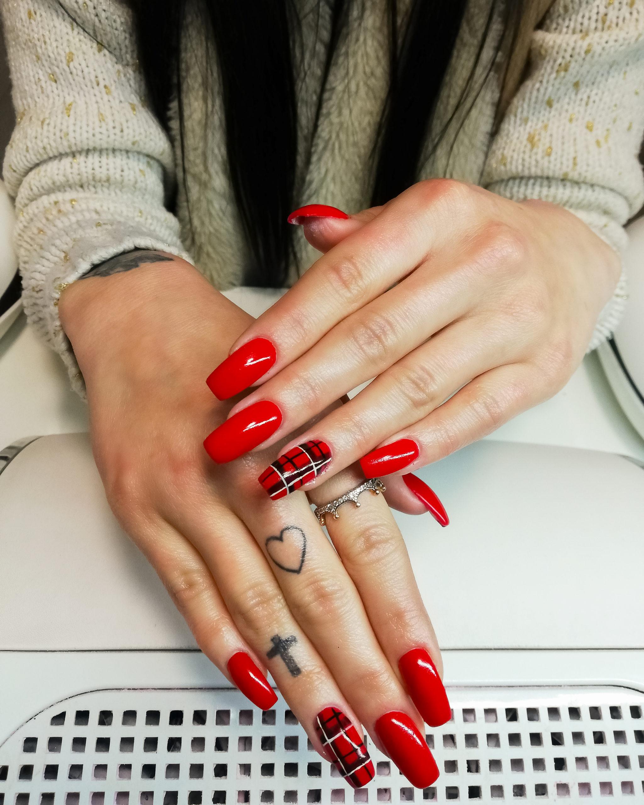 paznokcie - klasyczna czerń
