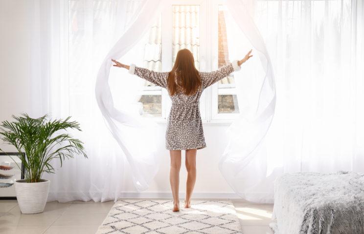 światło dzienne w sypialni na dobry początek dnia